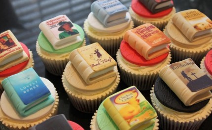 Cupcakes with Books